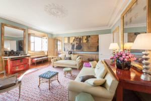 Louvre – Palais Royal Apartments by onefinestay