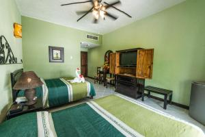Deluxe Double Room with 2 Queen Beds and Street View