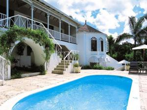 Paradise Roundhill Pineapple House-Montego Bay