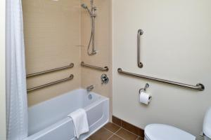 Queen Studio Suite with Two Queen Beds - Disability Access Roll in Shower