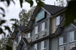 Quality Hotel & Suites Langley Langley