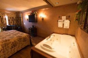 Deluxe King Room with Whirlpool