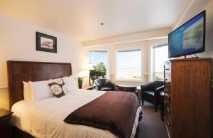 Queen Room with Ocean View -  Pet Friendly