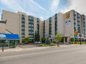 Photo of Super 8 Niagara Falls   Fallsview District Hotel