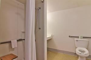 Double Room with Two Double Beds - Disability Access