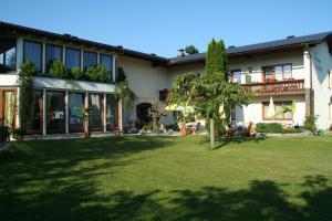 Hotel garni Landhaus Servus, Hotels  Velden am Wörthersee - big - 27