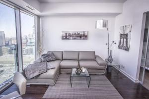 One-Bedroom Apartment with Landmark View