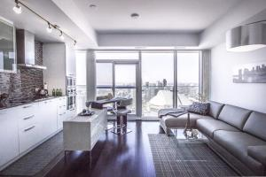 Photo of Atlantis Suites   Toronto Furnished Apartment On York Street