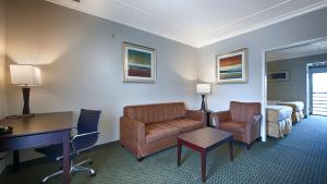 Queen Suite with Sofa Bed - Pet Friendly - Non smoking