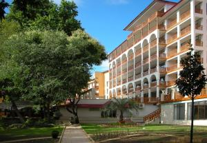 Photo of Estreya Residence Hotel