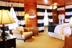 Yacht Club Suite