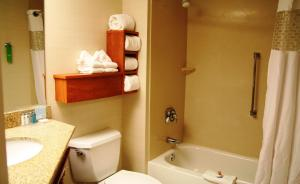 Queen Room with Two Queen Beds- Mobility Hearing Access with Bathtub- Non-Smoking