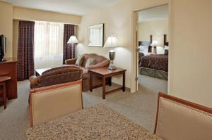 King Suite with Bath Tub - Hearing Accessible