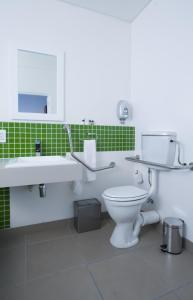 Twin room with Bath - Disability Access