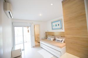 Four-Bedroom Apartment with Sea View
