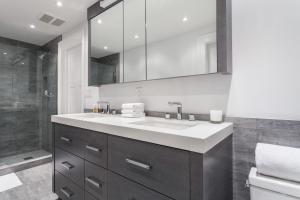 Two Bedroom Townhouse Apartment- Perry Street Townhouse