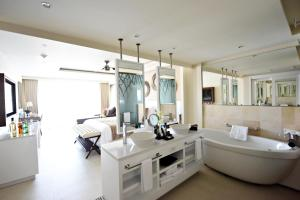 Luxury Junior Suite Swim Out