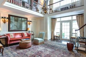 One Bedroom Townhouse- Carriage House