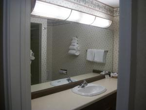 Queen Room with Two Queen Beds - Kitchenette- Non Smoking