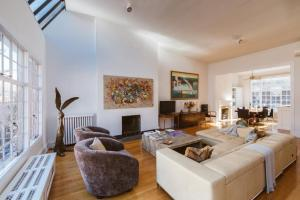Two-Bedroom Apartment with Terrace - Perry Street Townhouse II