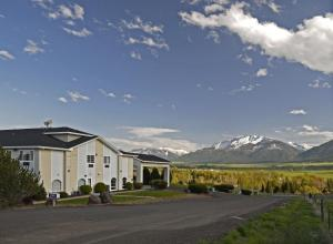 Photo of Eagle's View Inn & Suites