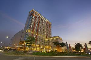 Photo of Harris Hotel & Conventions Bekasi
