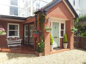 Cranleigh Bed & Breakfast in Exmouth, Devon, England