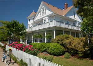 Photo of White Doe Inn Bed & Breakfast