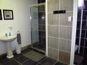 Basic Triple Room with Shared Bathroom