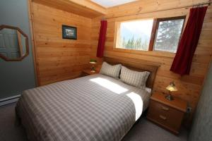 Deluxe Two-Bedroom Cabin