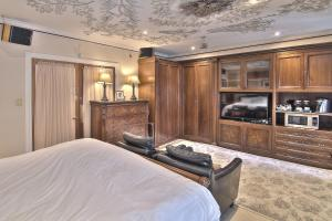 Deluxe King Room with Spa Bath