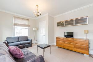 FG Property - Battersea Two Bedroom Apartment
