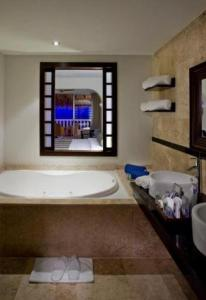 Deluxe Junior Suite with Hot Tub