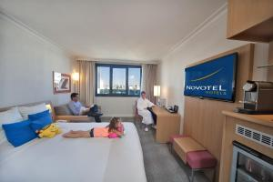 Executive Room with 1 Queensize Bed and Sofa Bed (2 Adults + 1 Child)