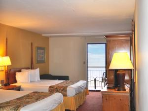 Ocean Front with Two Queen Beds Kitchenette