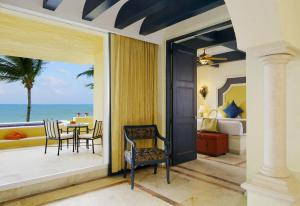 Ocean Front Master Suite Two Bedroom with Terrace Cuadruple
