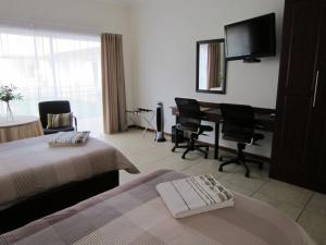 King or Twin Room with Kitchenette