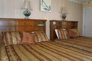 Queen Room with Two Queen Beds #5