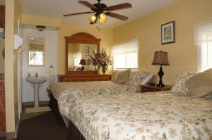 Queen Room with Two Queen Beds #4