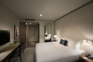King Room with Flinders St Station View