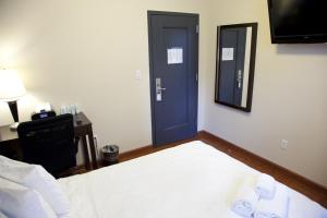 Queen Studio with Private Bathroom