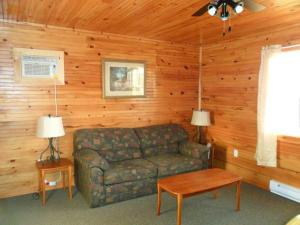 Premium One-Bedroom Cottage (11)