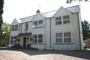 Oakhurst Gatwick B&B in Crawley, West Sussex, England