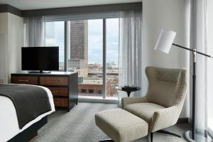 Lake View Suite