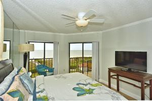 Premier Two-Bedroom Apartment (4 Guests) - Beach Front