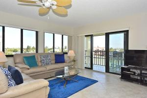 Premier Two-Bedroom Apartment with Bay View (6 Guests)