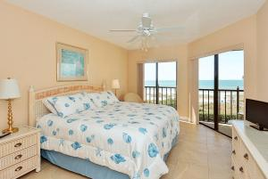 Premier Two-Bedroom Apartment (6 Guests) - Beach Front
