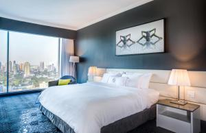 One-Bedroom Suite with City View
