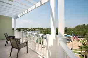 Deluxe King Suite with Intracoastal View