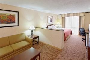 Guest King Room with Sofa Bed - Atrium Tower